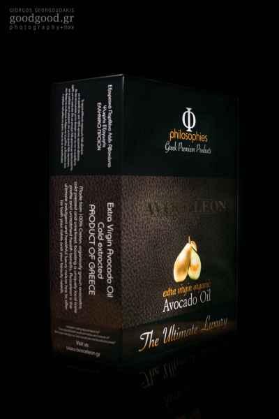 Πολυτελές κουτί συσκευασίας αβοκέλαιου, προϊόν φωτογραφημένο σε σκούρο φόντο