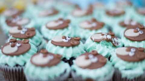 Κεράσματα βάπτισης, παρτίδα από cupcake με ένα τραυματισμένο