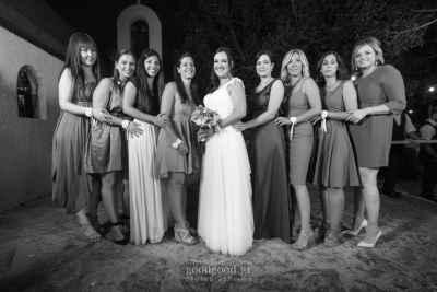 Η νύφη με τις φίλες της στην σειρά