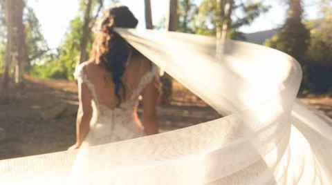 Το πέπλο της νύφης ανεμίζει, φωτογράφιση next day στην Αγιά Χανίων, Κρήτη